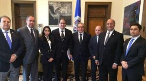 Luis Almagro (fifth from left to right) receives Venezuelan national assembly members calling for military intervention in their own country. Photo: EFE